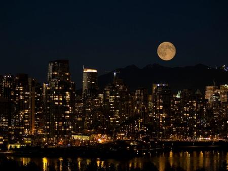Kalamakia - Full Moon Rising